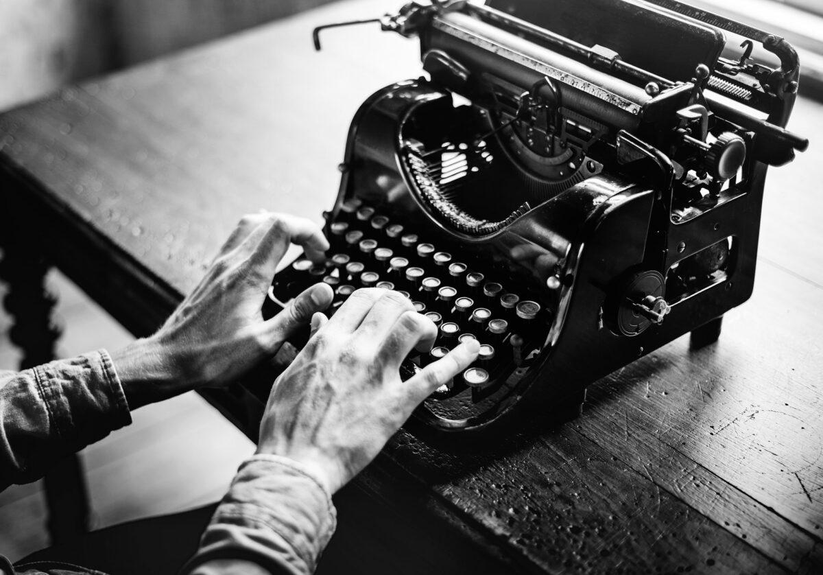 Czy copywriter musi umieć szybko pisać na klawiaturze?